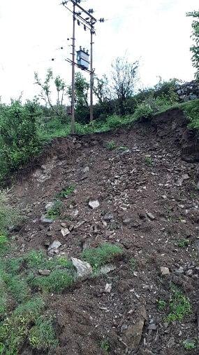 यूपीसीएल की लापरवाही के कारण कभी भी कोटा-डिमऊ गांव की बिजली आपूर्ति ठप हो सकती है