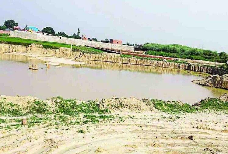 मेरठ में गढ़ रोड स्थित सरायकाजी में नलकूप विभाग की जमीन पर निर्माण कर कब्जा करने पांच लोगों को जमीन से बेदखल करने के साथ ही करीब 1.19 करोड़ रुपये जुर्माना वसूली का आदेश दिए हैं-