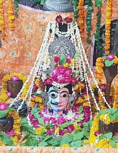 भगवान कृष्ण की लीला भूमि वृंदावन के शिवालय श्रावण मास के पहले सोमवार को हर-हर महादेव से गुंजायमान हुए