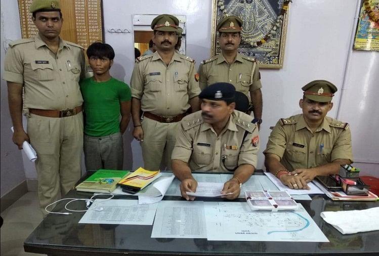 पुलिस ने अटल्ला चुंगी चौराहा स्थित एक होटल में कथा प्रवक्ता के चार दिन पूर्व साढ़े तीन लाख रुपये की चोरी का खुलासा किया है