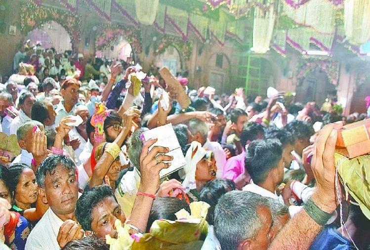 ठा. बांकेबिहारी मंदिर में हरियाली अमावस्या पर प्रभु ने सीजन के आखिरी बंगला में भक्तों को दर्शन दिए