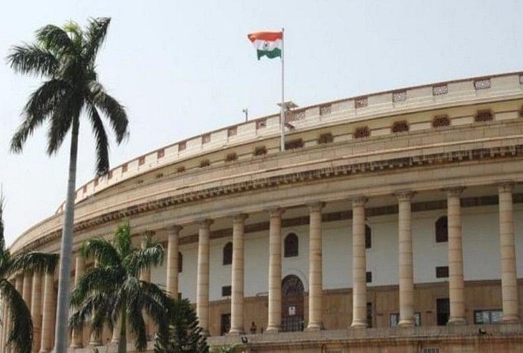 गांधी परिवार से एसपीजी सुरक्षा हटाने का मुद्दा उठा, कांग्रेस का वॉकआउट