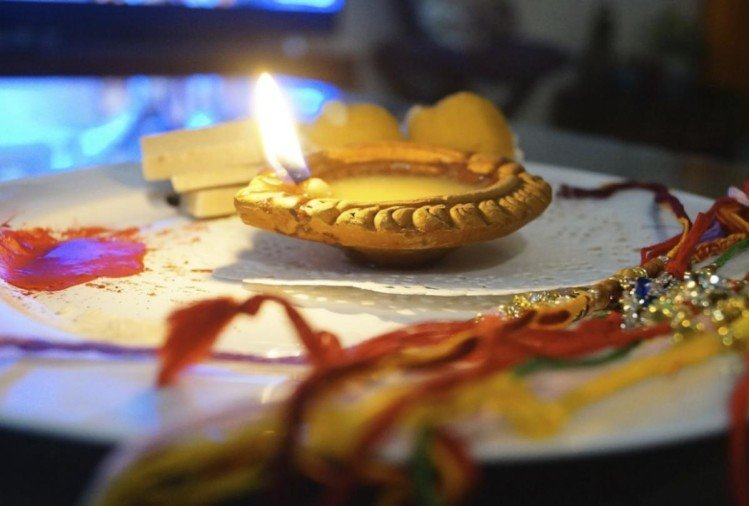 rakshabandhan 2019 know which colour rakhi is lucky for your brother