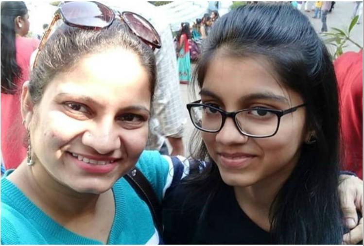 Marathi Tv actress Pradnya Parkar with daughter
