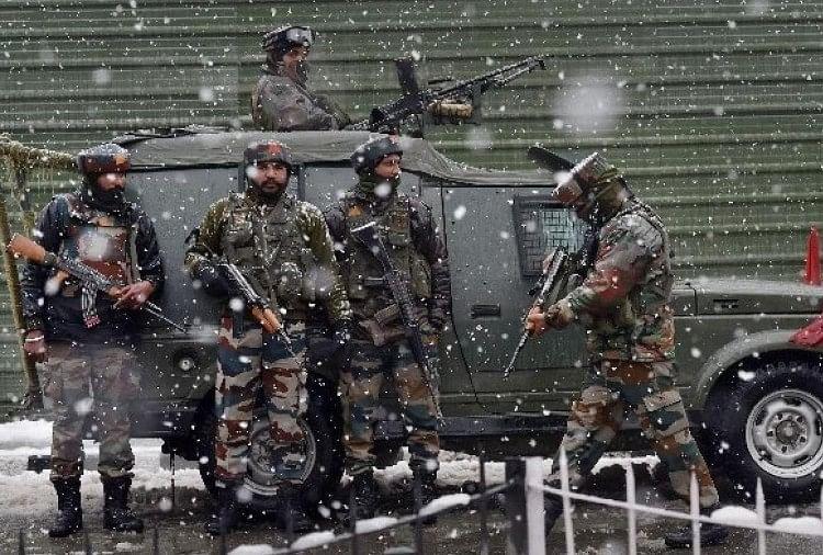 सुरक्षाबलों के साथ मुठभेड़ में तीन आतंकी ढेर, अभियान जारी