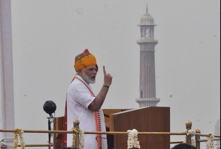 स्वतंत्रता दिवस के दिन देश को संबोधित करते प्रधानमंत्री मोदी