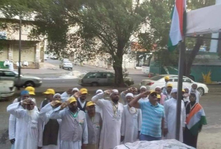 independence day 2019 Haj pilgrims from Haridwar waved national flag in Saudi Arabia
