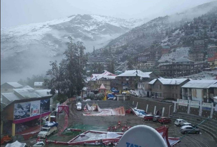 fresh snowfal in lahaul manali leh road closed heavy rain himachal