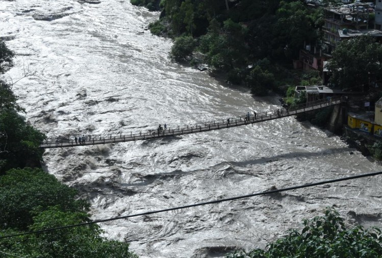 Woman with daughter swept away in flooded nala in Theog Shimla Himachal pradesh