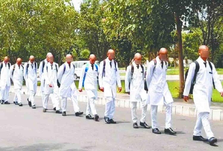 सैफई मेडिकल कॉलेज रैगिंग प्रकरणमेडिकल काउंसिल ऑफ इंडिया (एमसीआई) के दखल के बाद भी शांत होता नजर नहीं आ रहा है