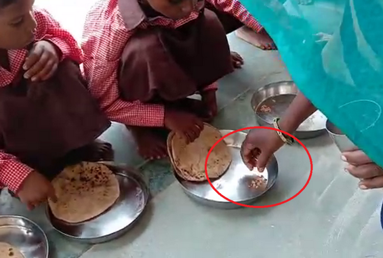 student children eat salt roti in mid day meal in govt school mirzapur