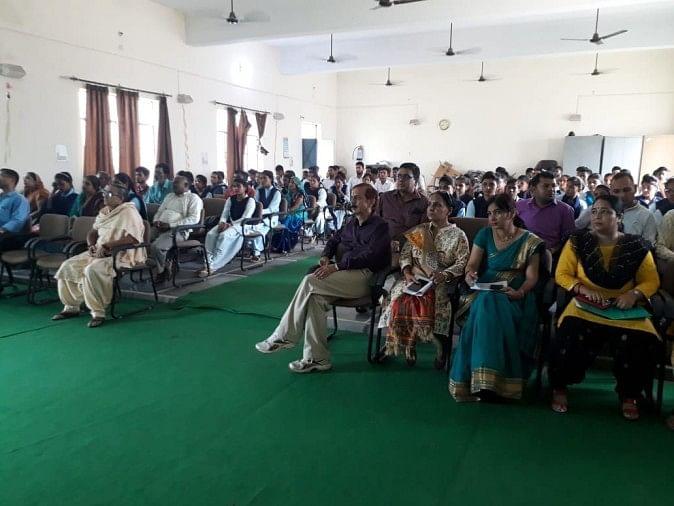 संजय गांधी डिग्री कॉलेज सरूरपुर में अभिभावक शिक्षक सम्मेलन का आयोजन किया गया
