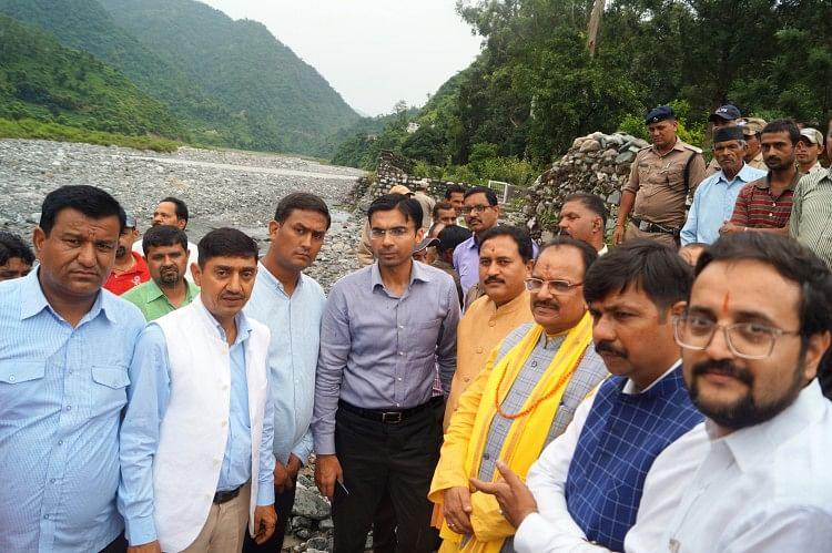 सांसद अजय भट्ट ने जिला प्रशासन, सिंचाई विभाग के अधिकारियों के साथ प्रस्तावित जमरानी बांध स्थल का दौरा किया