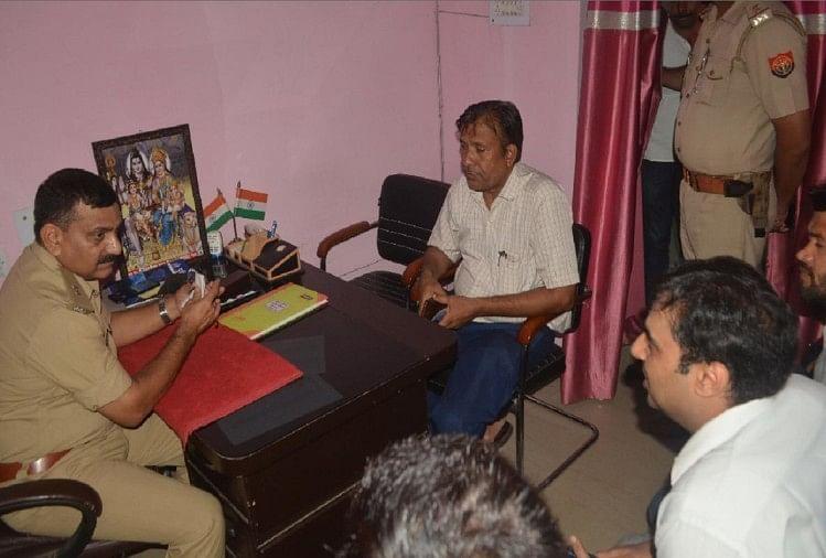 मेरठ में मेडिकल थाना पुलिस पर सीआरपीएफ के कमांडो और उसके परिजनों के साथ गुंडागर्दी करने के आरोप लगे हैं
