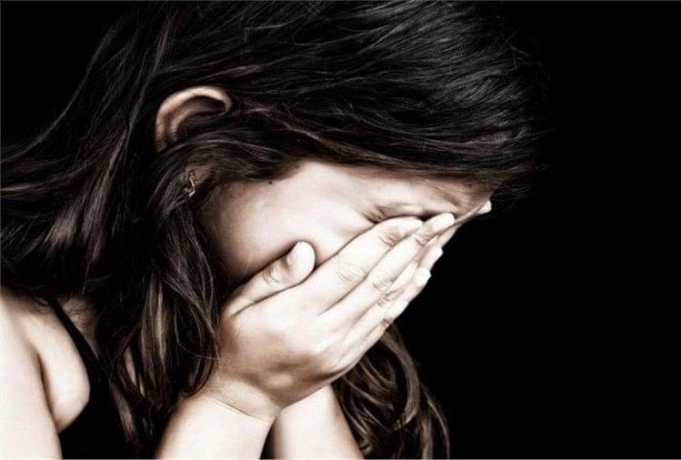 कोतवाली क्षेत्र के एक गांव में गांव के ही एक व्यक्ति ने दस वर्षीय बालिका का अपहरण कर घर ले जाकर दुराचार का प्रयास किया।