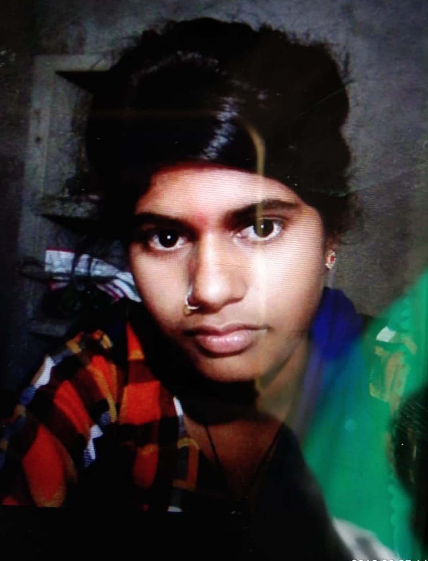 प्रतापगढ़ के कोहडौर क्षेत्र के सूर्यगढ़ जगन्नाथ में तालाब में डूबने से मृत किशोरी रूचि। फाइल फो?
