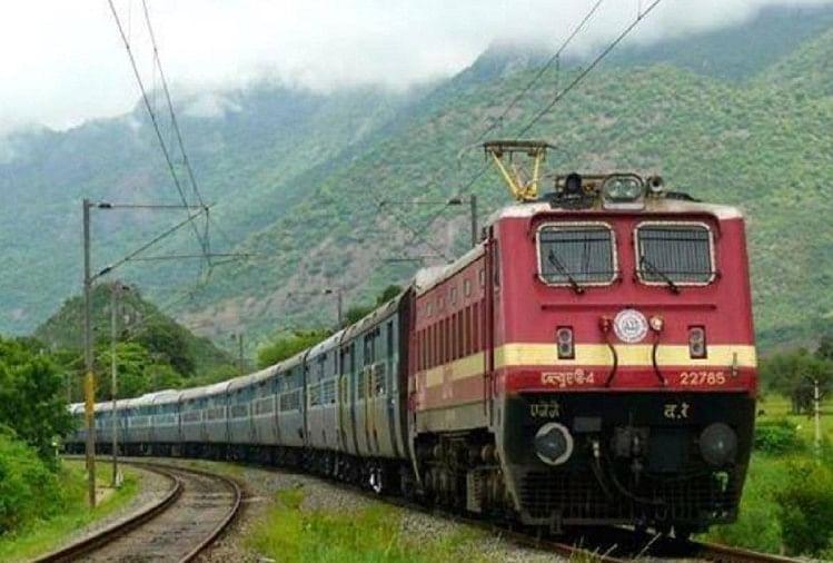 रेलवे ने हरिद्वार-देहरादून जाने वाली ट्रेनें 22 अक्तूबर तक के लिए रद्द कर दी हैं। हावड़ा से देहरादून जाने वाली दून एक्सप्रेस 15 अक्तूबर से जंक्शन और हावड़ा और राप्ती गंगा एक्सप्रेस नजीबाबाद से चलेगी।