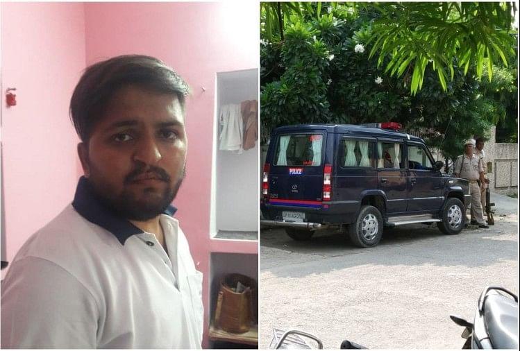अलीगढ़ के साकेत कॉलोनी में सेमवार को दिनदहाड़े लूट का मामला सामने आया है