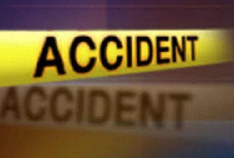 यूपी के आजमगढ़ में कंधरापुर थाने के समीप गुरुवार की दोपहर टाटा सफारी एसयूवी और ट्रक में आमने सामने जोरदार टक्कर हो गयी। हादसे में चार लोग घायल हो गए।