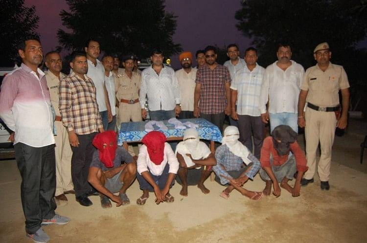 हत्याकांड को अंजाम देने वाले पांच आरोपी पुलिस टीम के साथ