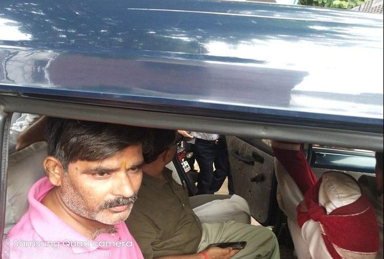उत्तर प्रदेश के मुख्यमंत्री योगी आदित्यनाथ से मिलने जा रहे कांग्रेस के पूर्व विधायक विवेक बंसल को पुलिस ने रोक लिया।