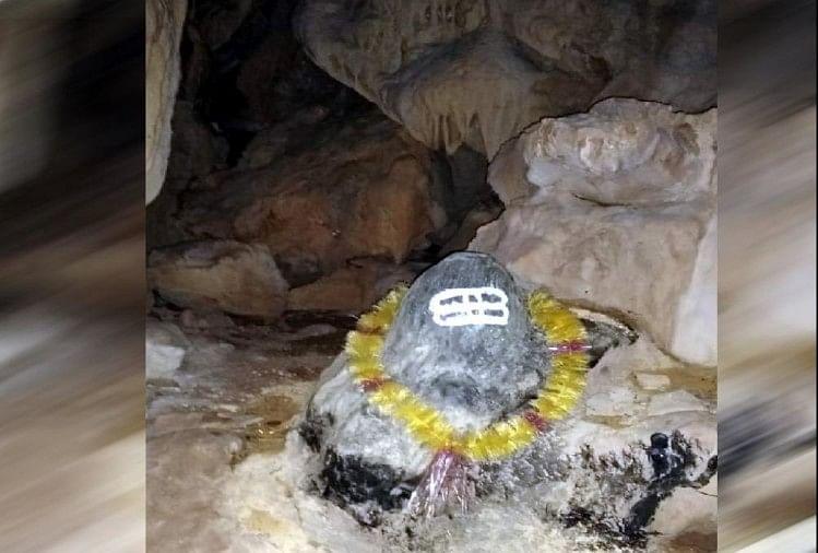 गुफा के अंदर शिवलिंग मिला