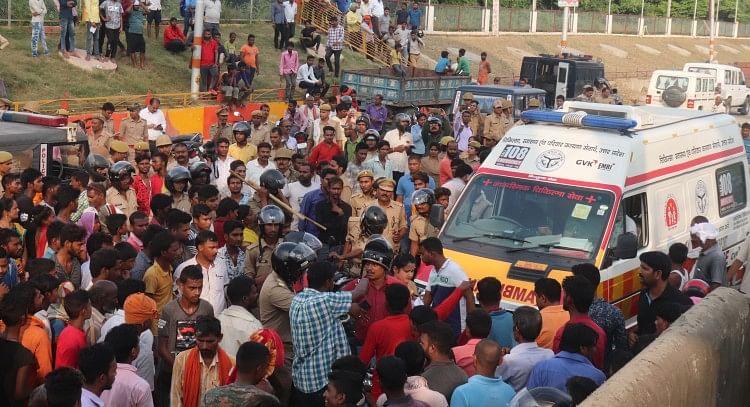 सड़क हादसे में दुधिया की मौत, ग्रामीणों ने लगाया जाम