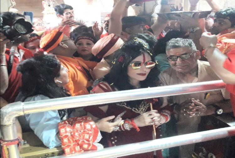 Radhe Maa at the famous Shaktipeeth Chintpurni, devotees gathered to take selfies