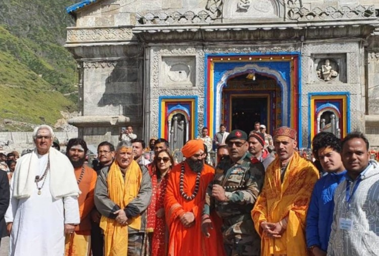 Army Chief General Bipin Rawat reach Kedarnath dham with his wife