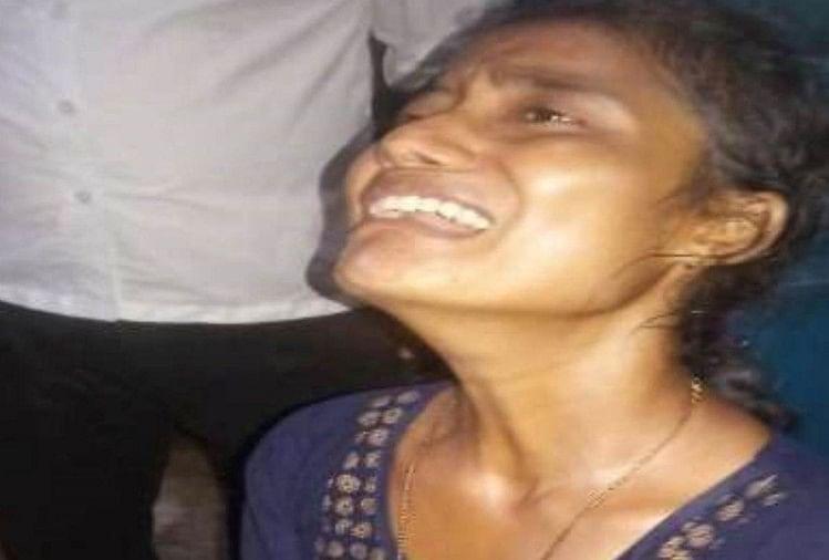 गोसाईगंज रेलवे स्टेशन के पास की घटना। आरोपी युवक को जीआरपी ने हिरासत में लिया।