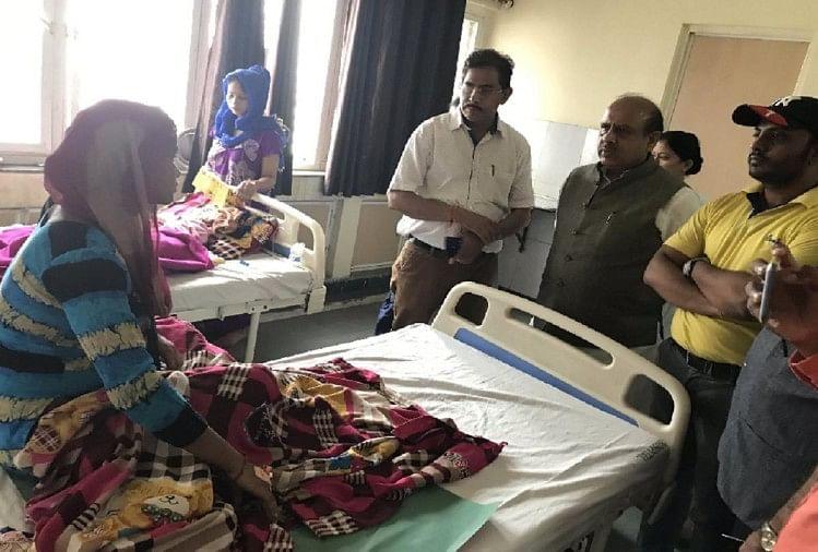 सरकारी अस्पताल की पार्किंग में दिया शिशु को जन्म, एलजी से शिकायत