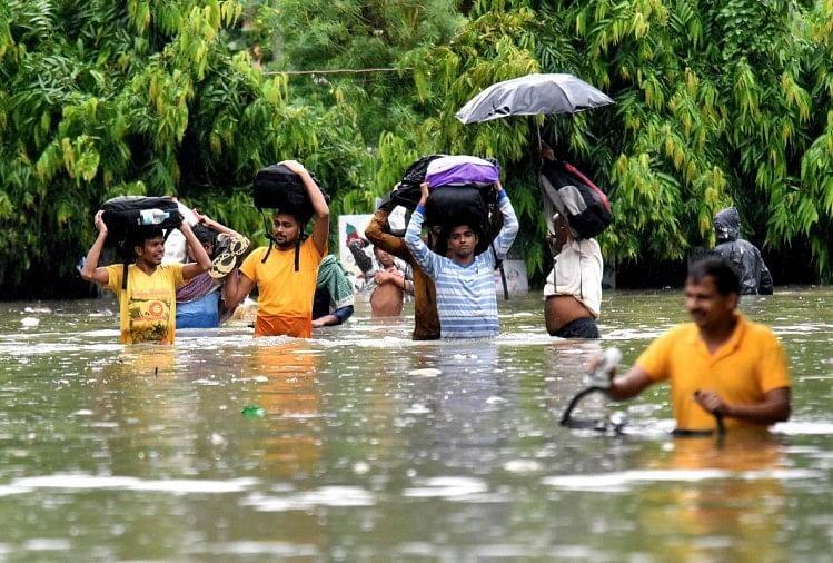 बिहार में बारिश के चलते बने हालात