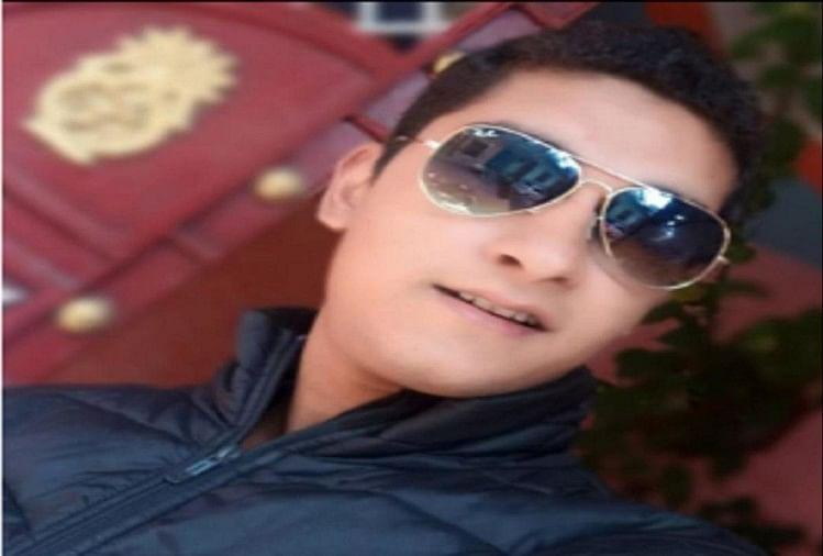 मेरठ में चौधरी चरण सिंह कांवड़ पटरी मार्ग पर सोमवार शाम को सड़क हादसे में दिल्ली पुलिस के सिपाही की मौत हो गई। परिवार में मचा कोहराम...