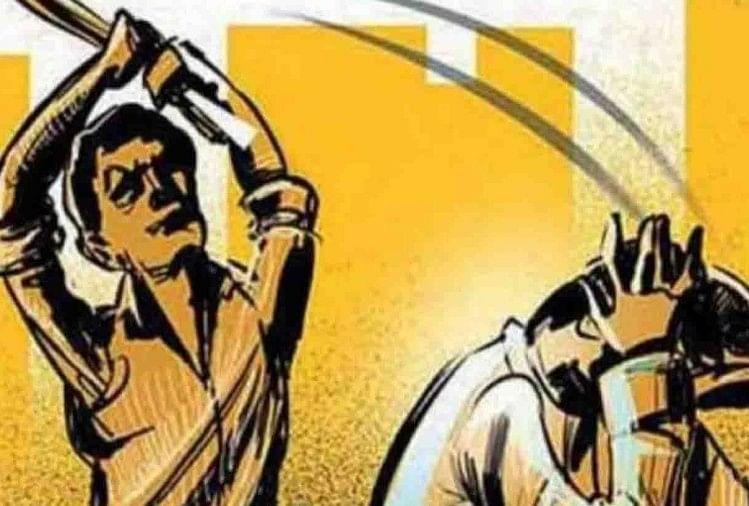 भाजपा में सोमवार से शुरू हुए मंडल अध्यक्ष चुनाव में नामांकन प्रक्रिया के दौरान कैंट विधानसभा क्षेत्र में कार्यकर्ताओं के बीच जमकर मारपीट हुई। मंडल अध्यक्ष के लिए नामांकन करने वाला एक कार्यकर्ता घायल हो गया। पुलिस ने पहुंचकर मामले का शांत कराया।