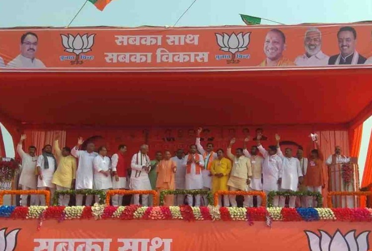 प्रदेश के मुख्यमंत्री योगी आदित्यनाथ मंगलवार को धर्मनगरी चित्रकूट जिले पहुंचे। यहां उन्होंने खंडेहा गांव के पास मानिकपुर विधानसभा उपचुनाव के लिए भाजपा प्रत्याशी के प्रचार में जनसभा की।