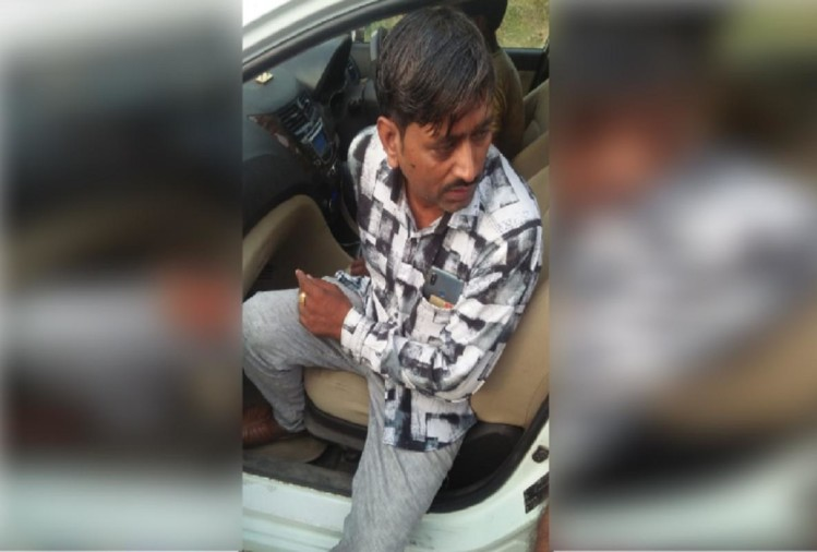 मुनीम ने 2.42 लाख रुपये नकदी और बाइक लूट की फर्जी सूचना देकर सनसनी फैला दी। पुलिस ने छानबीन की, तो पता चला कि मुनीम ने रकम हड़पने के लिए लूट का नाटक रच दिया। अब ऐसे खुली पोल...