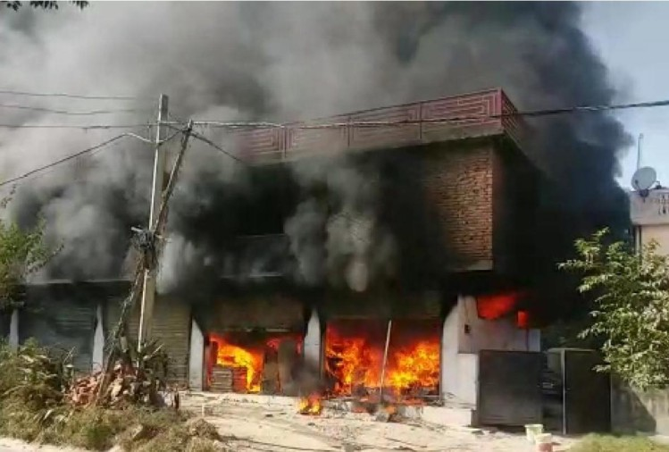 fire breaks out at whirlpool store Mandi Himachal Pradesh