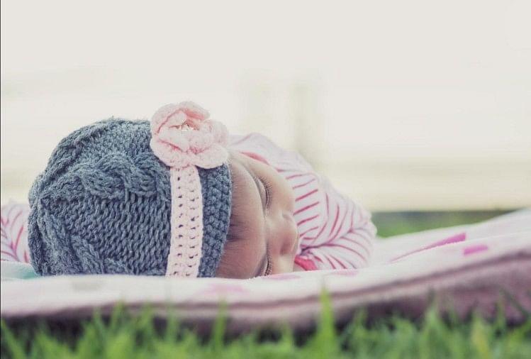 सर्दी और बदलते मौसम में बच्चों और नवजात शिशुओं को सर्दी से होने वाली बीमारियां होने की संभावना बहुत ज्यादा बढ़ जाती है।