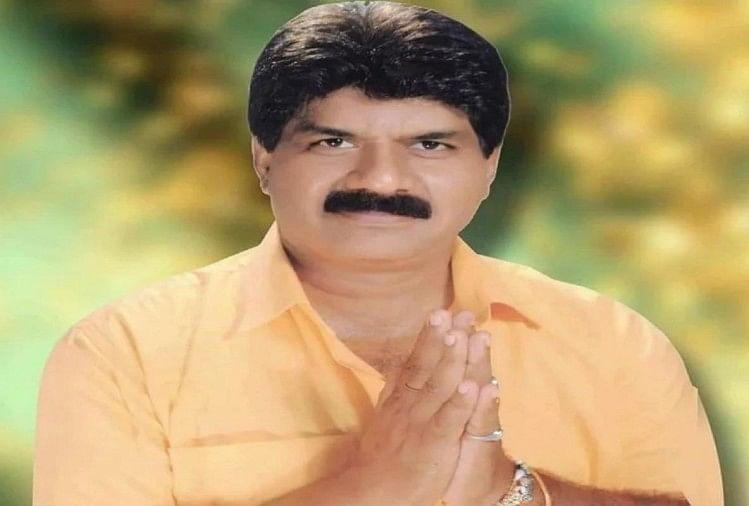 अलीगढ़ की इगलास विधानसभा सीट पर हुए उपचुनाव में भाजपा प्रत्याशी राजकुमार सहयोगी ने बसपा के प्रत्याशी अभय कुमार बंटी को 25937 वोटों से हरा दिया है।