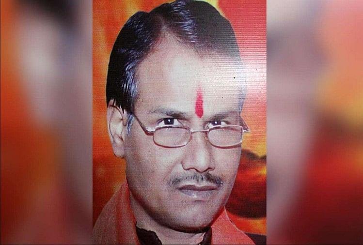 हिंदू समाज पार्टी के राष्ट्रीय अध्यक्ष कमलेश तिवारी हत्याकांड में अशफाक हुसैन सहित 11 आरोपियों को शनिवार को अपर जिला एवं सत्र न्यायाधीश संजय शंकर पांडेय की अदालत में पेश किया गया।
