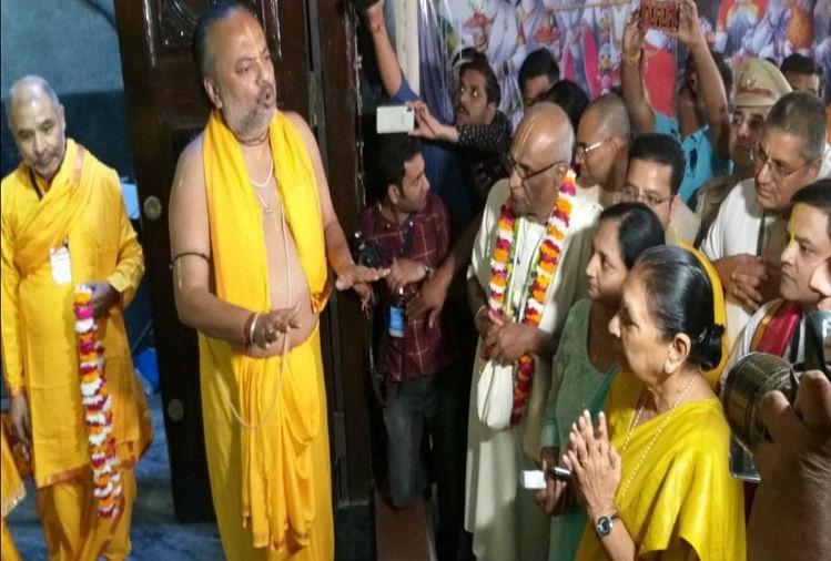 एक दिवसीय धार्मिक दौरे पर पहुंची राज्यपाल चन्द्रोदय मन्दिर पहुंची। जहां उन्होंने ठाकुर जी के दर्शन किए। राज्यपाल ने अक्षयपात्र की रसोई का अवलोकन कर 25 स्कूली बच्चों को भोजन परोसा।