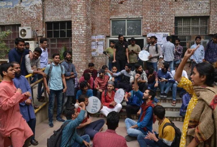 JNU hostel fees hike and rule change left and abvp all protest against new laws and administration