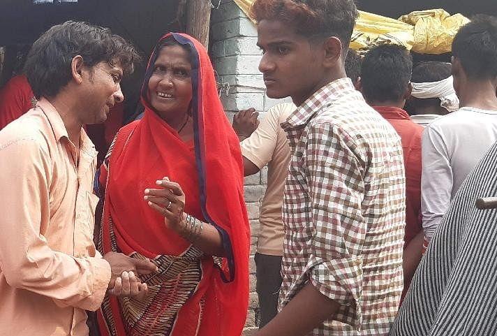 आजमगढ़ के बरदह थाना क्षेत्र के पिलखुआ गांव में शुक्रवार की दोपहर पोखरे में नहाते समय डूबने से तीन छात्रों की मौत हो गई। यह तीनों कक्षा आठ में पढ़ते थे।