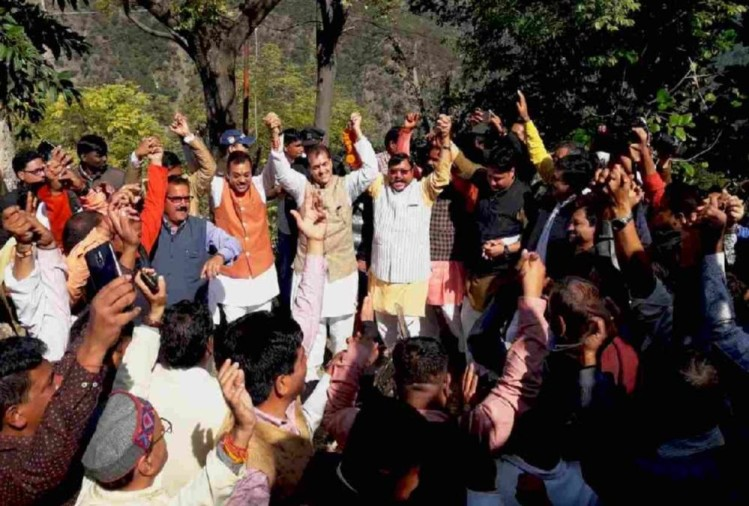 Bjp leader Sambit patra Dance on pahadi Song and done Igas festival in pauri uttarakhand