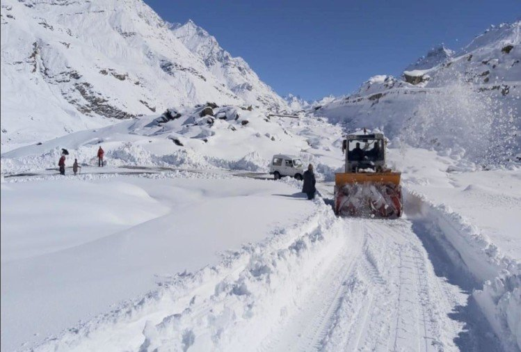 Peaks in Himachal covered with snow, spectacular view in Rohtang as soon as the weather opens