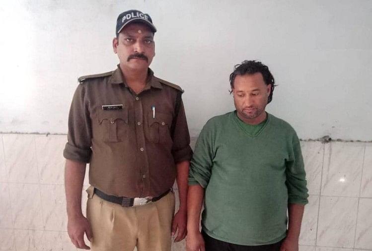 सीएम त्रिवेंद्र सिंह रावत के मोबाइल फोन पर धमकी देने के आरोपी केशवानंद नौटियाल को आखिरकार उसका आधार कार्ड मिल गया।