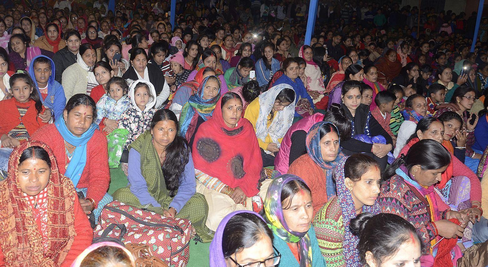 श्रीनगर में बैकुंठ चतुर्दशी मेले की भजन संध्या मे उमडी भीड़