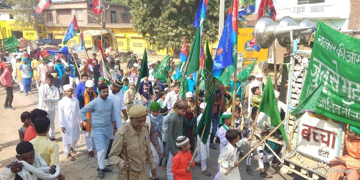 रामपुरा में जुलूस निकालते लोग