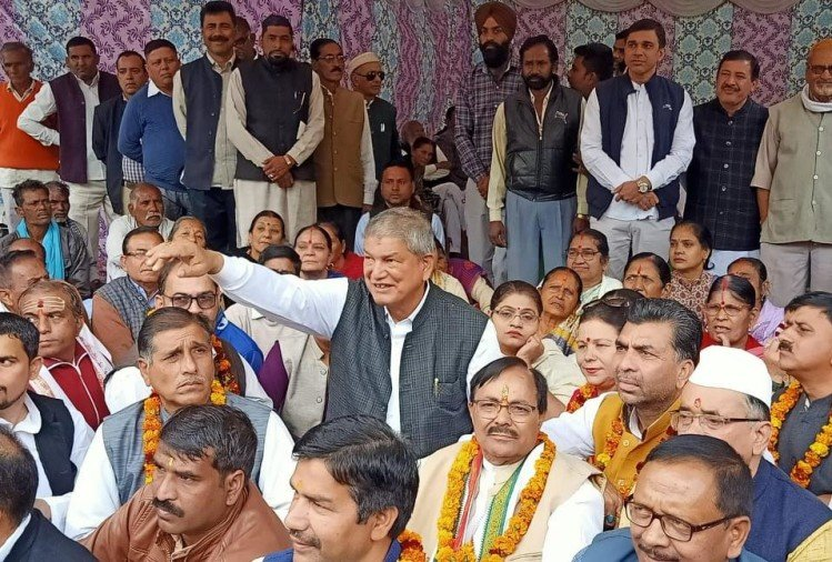 Congress leader harish rawat fast and protest for tehri dam privatisation in rishikesh