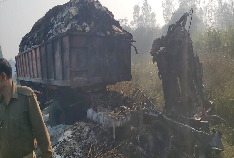 बरेली के बड़ा बाईपास पर परधौली गांव के पास 20 टायरा ट्रक में आग लगने के कारण दो लोग जिंदा जल गए। घटना में जले ट्रक चालक और कंडक्टर की मौके पर ही मौत हो गई।